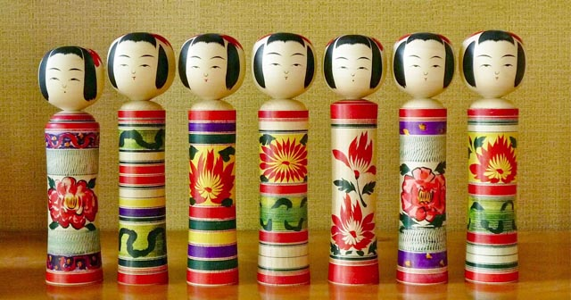 many kokeshi