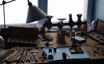 swiss clock craftsmen