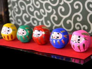 5 tiny daruma dolls